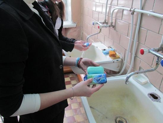 Мытье рук разными сортами мыла