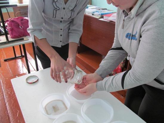 Ополаскивание вымытых рук мясной водой