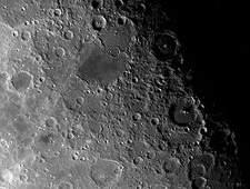 кратеры на лунной поверхности