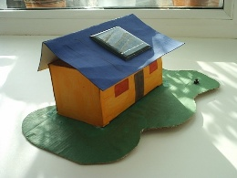 Солнечная батарея – использование в быту (макет дома)